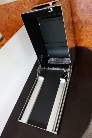 Behälter für Drucker und Tablet