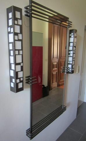 Spiegel und Leuchten