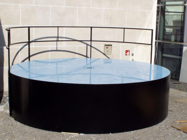 Bühne mit Plexiglasboden Design Hannes Hruby